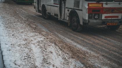 Водитель маршрутки получил удар железной трубой от коллеги в Кемерове
