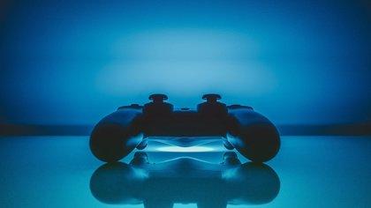 Экспериментаторы вставили в PlayStation 4 диск для PS 5