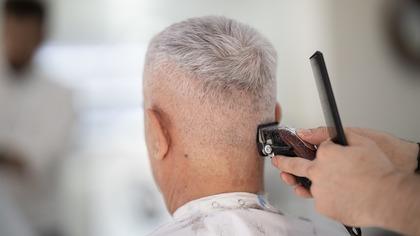 Поход к парикмахеру спас пожилого англичанина от смертельной болезни