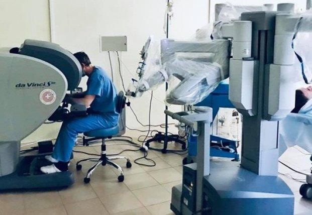 Во Львове робот впервые сделал операцию пациенту