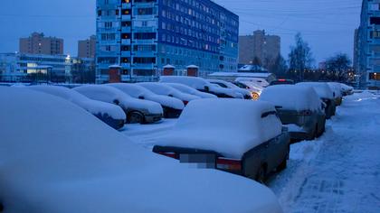 Автомобили в Кузбассе перегородили дорогу снегоуборочной технике