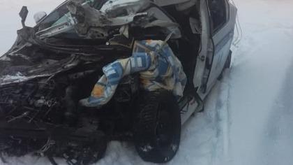 Два полицейских пострадали при столкновении с грузовиком на кузбасской трассе