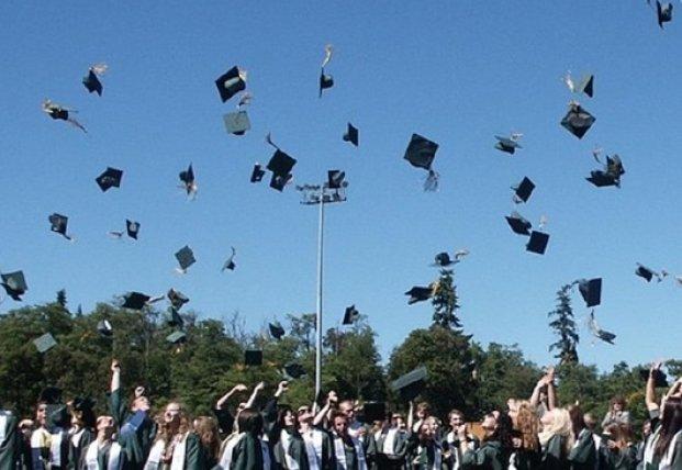 Украинских студентов лишили красных дипломов