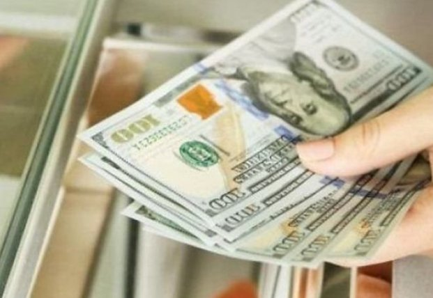Доллар дешевеет: НБУ установил курс на 6 января