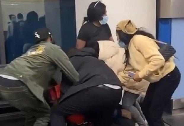 В аэропорту США подрались пассажиры (видео)