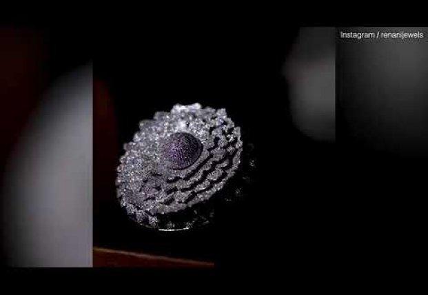 В Индии из почти 13 тысяч бриллиантов создали уникальное кольцо-чернобривец (видео)