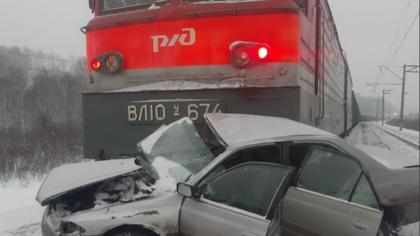 Поезд уничтожил машину лихача в Кузбассе