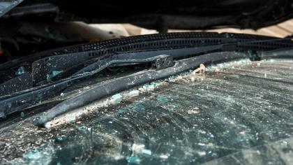 Иномарка вылетела в сугроб на узкой улице Анжеро-Судженска