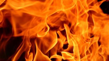 Крупный пожар произошел в омском ремонтном центре