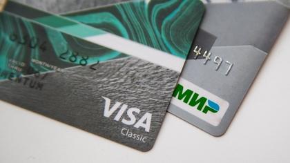 Объем одобренных россиянам кредитных карт сократился почти вдвое