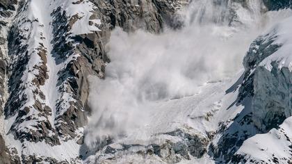 Более 150 человек пропали без вести после схода лавины в Индии