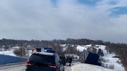 Дорожная авария с грузовиком произошла на кузбасской трассе