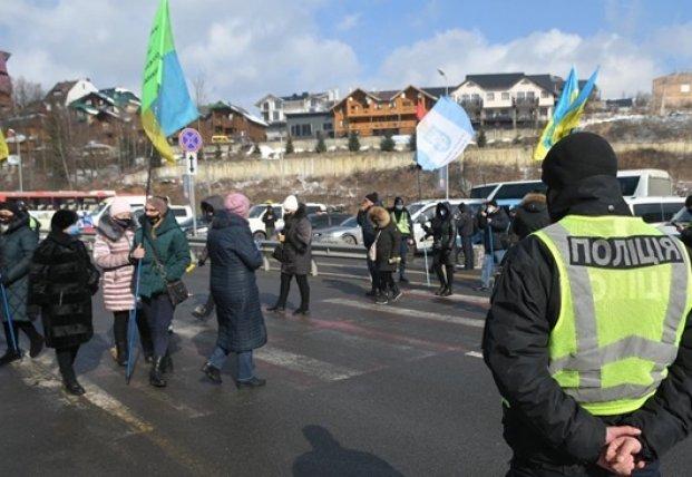 На Ивано-Франковщине протестующие заблокировали курорт Буковель (видео)
