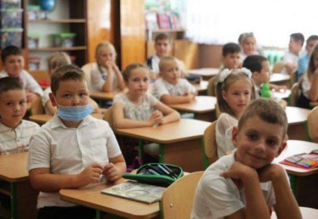 В Ужгороде приостанавливается обучение в 1-4 классах из-за ситуации с COVID