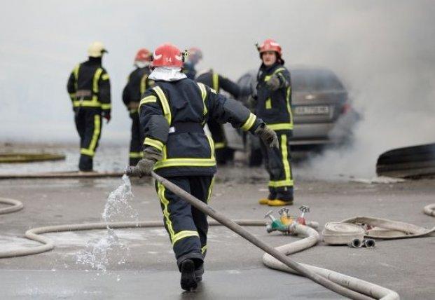 В Киеве на Оболони горел рынок (видео)