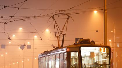 Столкновение трамвая с легковушкой в Кемерове попало на видео
