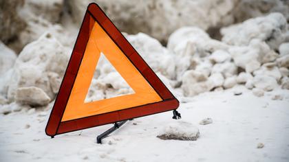 Минивен перевернулся на трассе в Кузбассе