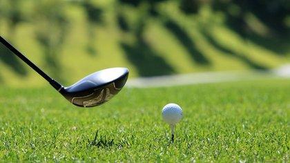 Американский гольфист утонул при попытке вытащить мяч из воды