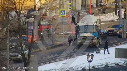 Грузовик сбил 60-летнюю женщину на пешеходном переходе в Москве