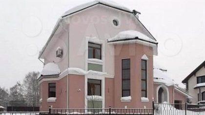 Строившийся 10 лет кемеровский коттедж продается за 34 млн рублей