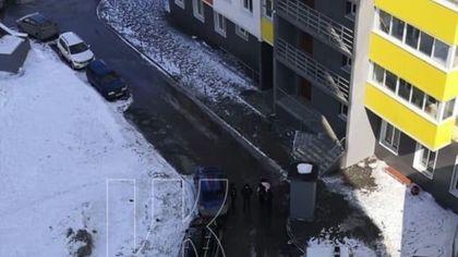 Момент смертельного падения девочки в Кемерове попал на видео