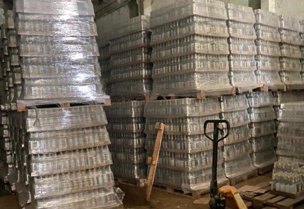 В Киеве правоохранители изъяли 100 тысяч бутылок поддельного алкоголя