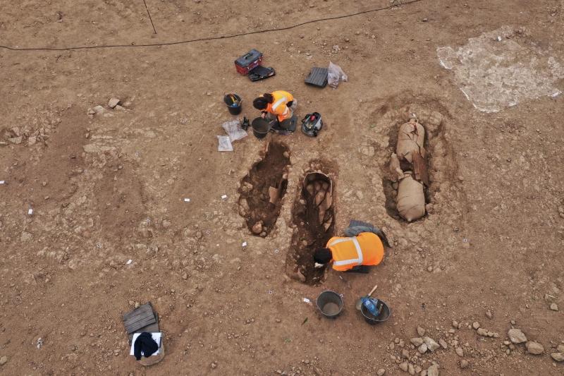 Археологи нашли на Корсике загадочные древние захоронения в амфорах (фото)