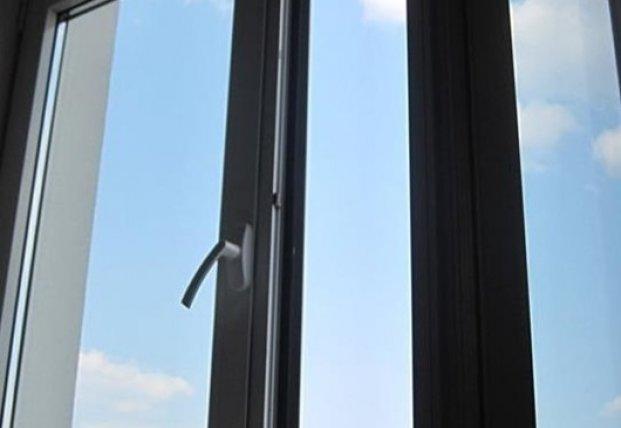 В Киеве мужчина выпал из окна 20 этажа