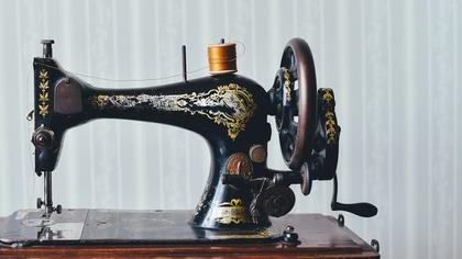 Кузбассовец получил швейной машиной по голове за отказ растопить печь