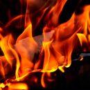 Балкон вспыхнул в многоквартирном доме Кемерова из-за сигареты