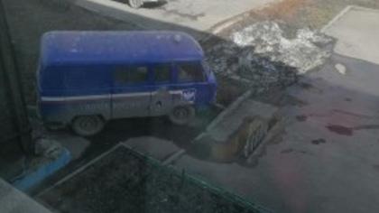 Паркующаяся во дворе